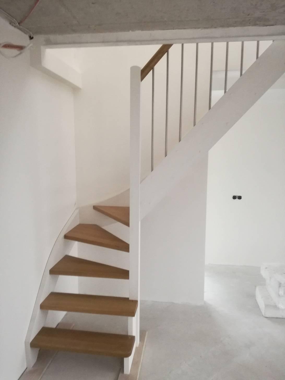 nerudijancio plieno laiptai tureklai gamyba