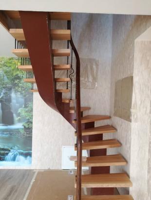 uosines 50 mm pakopos laiptai ant gelzbetonio kalviski strypeliai