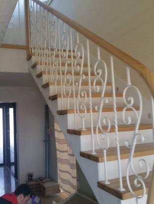 laiptai uosines pakopos apvalus platus betonas