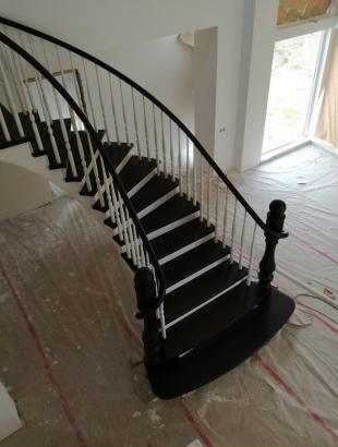 laiptai uosines pakopos apvalus porankis tekinta frezuota statrama