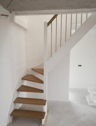 mediniai laiptai iš uosio masyvo