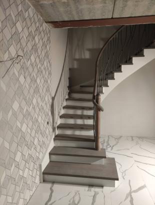 Uosio masyvo mediniai laiptai